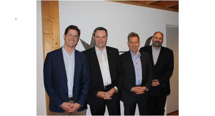 Die neu gewählten Räte mit dem SVP Präsidenten Kirchlindach